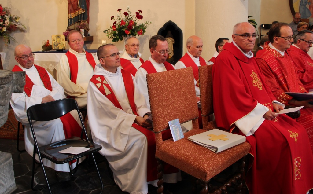 Les célébrants durant la messe