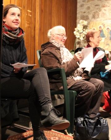 La chorale répète dans la chapelle d'hiver