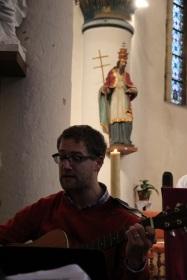 Pierre-Louis nous entraîne à la guitare