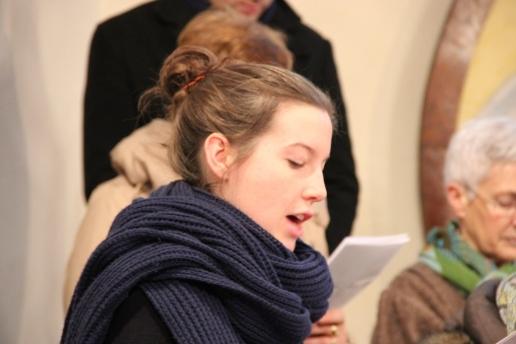Anne chante en solo un couplet du chant de communion