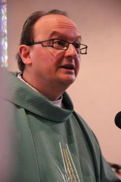 Notre curé pendant son homélie