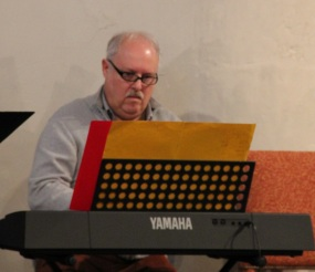 Pierre Bodson assure l'accompagnement à l'orgue