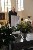 M. César donne lecture de la lettre de saint Paul aux Colossiens