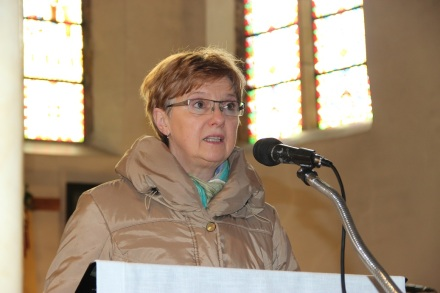 Marie-Rose proclame l'extrait des Actes des apôtres