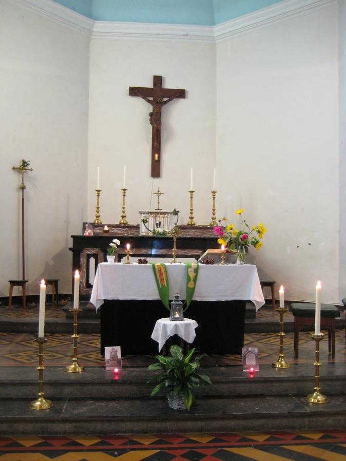 Oneux - le choeur de l'église