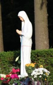 Notre Maman du Ciel nous accueille...