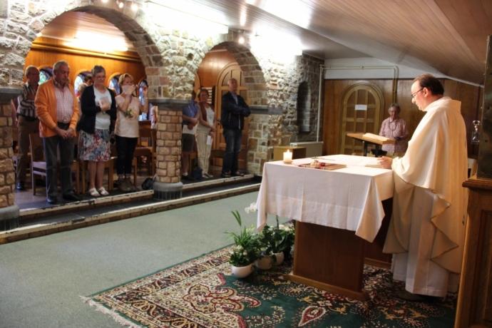 Accueil par l'abbé Ista