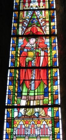 Un saint non identifié, vitrail de gauche dans le clocher