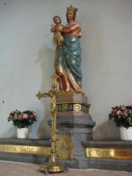 La statue de la Vierge, et le crucifix offert par des paroissiens et retrouvé... dans une brocante !