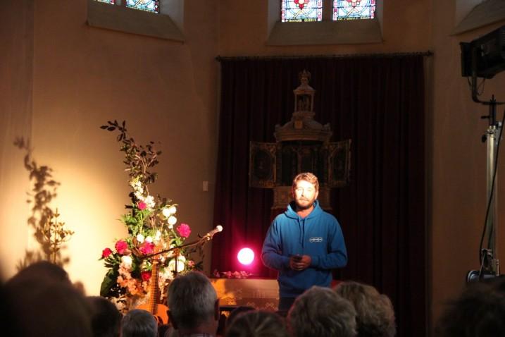 Niels Vincent, du CCTheux, présente l'artiste