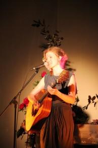 Julia H en concert à Becco