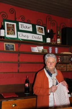"""Au bar """"Chez Dédé"""", Kinette est au service !"""